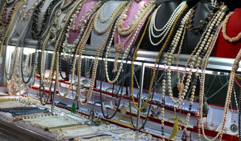 真珠の直売もやっている真珠養殖場資料館