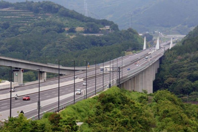 自動車で訪れるなら 新東名高速の利用も