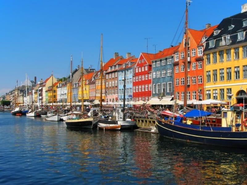コペンハーゲンのカラフルな港町、ニューハウン