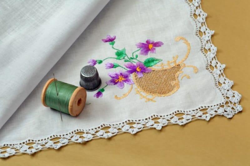 ステキなシルクの刺繍ハンカチ