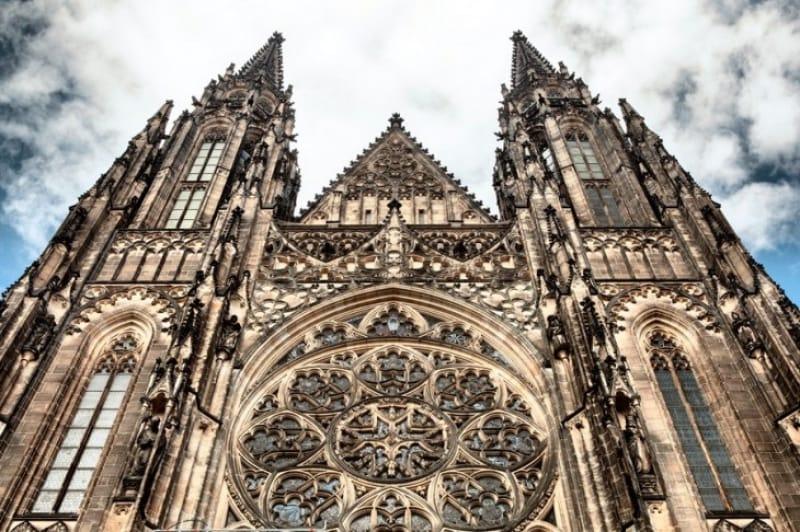 圧倒的な存在感の聖ヴィート大聖堂