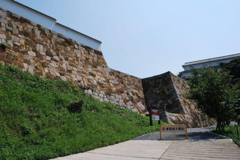 本渡の戦いの結果、富岡城の軍はどうなった?