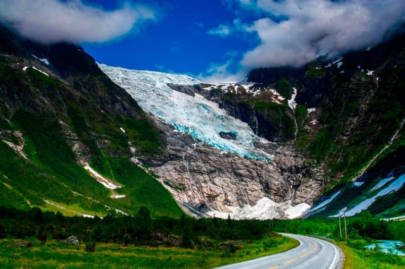 アイスブルーの世界『ヨステダール氷河』