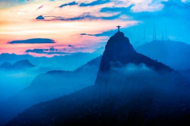 靄に隠されたブラジルの象徴