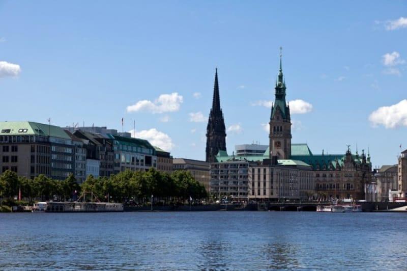 ハンブルクを一望できる聖ニコライ教会跡
