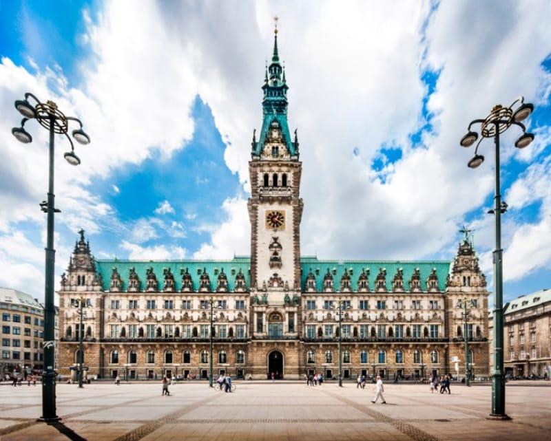 街のシンボル・ハンブルク市庁舎