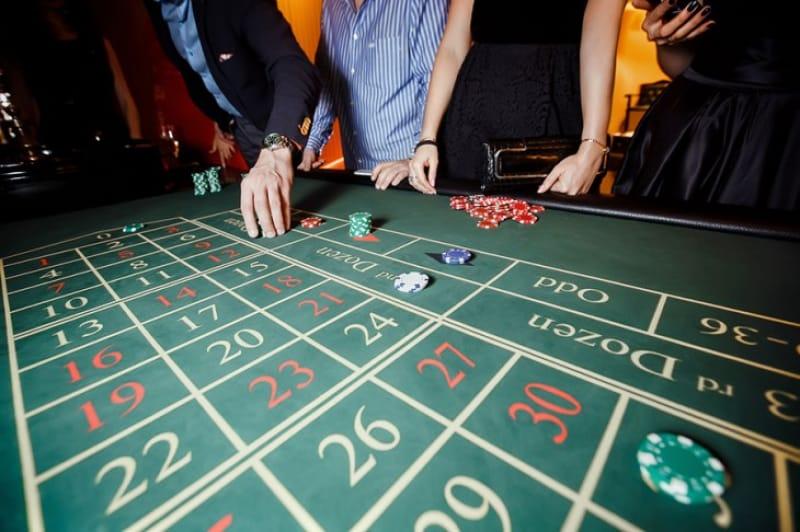 個性豊かなディーラーとカジノ体験・BACK DOOR