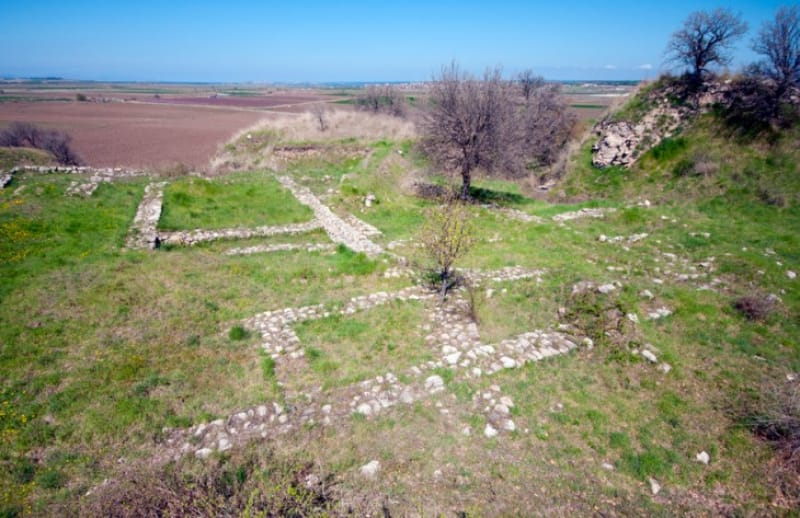 プリアモス王の財宝を発掘