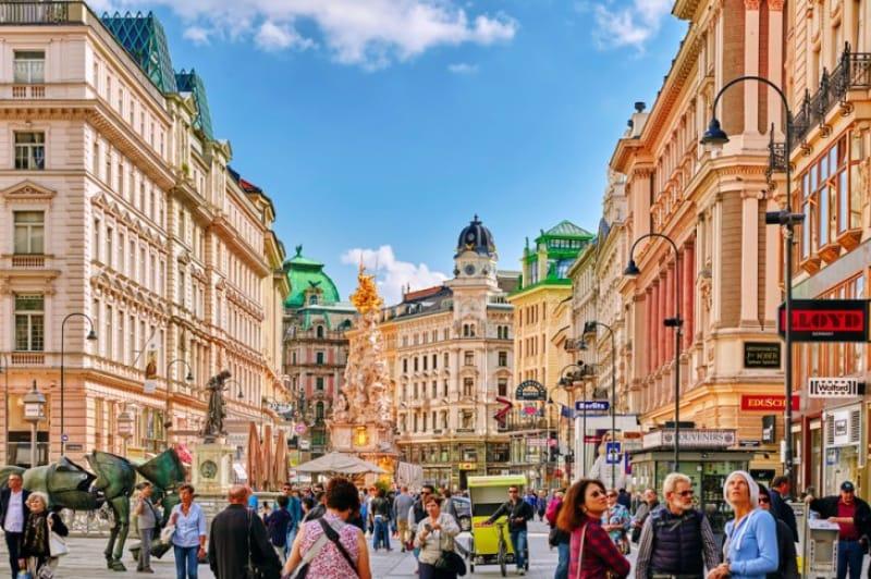 ウィーンのメイン通りでショッピングから超有名グルメまで全て一度で済ませよう