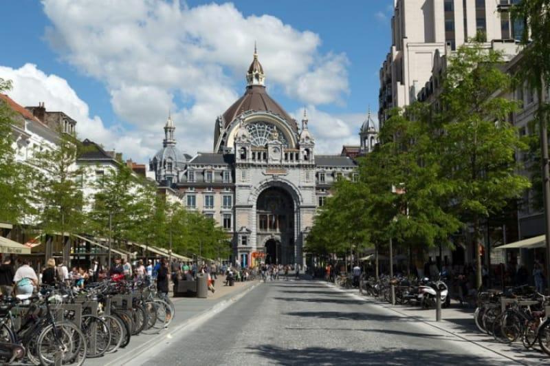 重厚な鉄道の大聖堂「アントワープ中央駅」