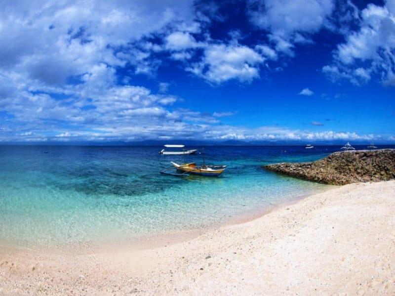 澄んだ海と白い砂浜が美しい!モアルボアル
