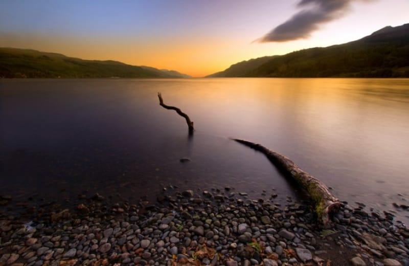 秋のネス湖でネッシーの伝説に触れよう