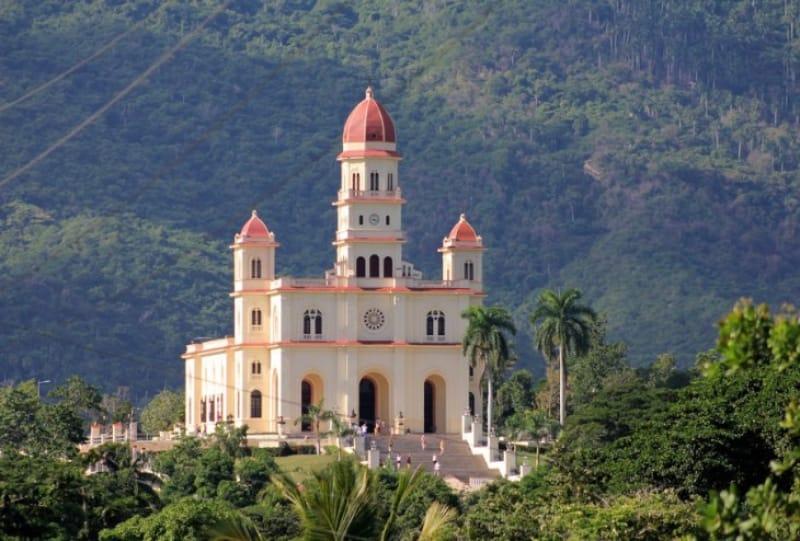 森に囲まれてポツンと立つ コブレの聖母寺