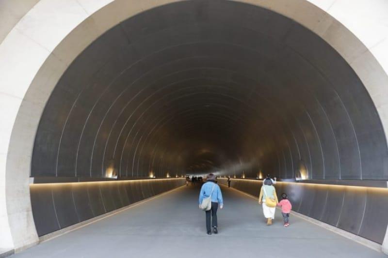 97229:目の前に現れたのは、大きなトンネル