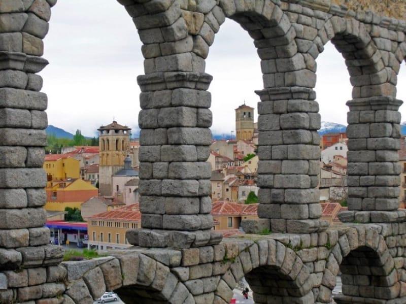 2000年の時を超えて聳え立つローマの水道橋