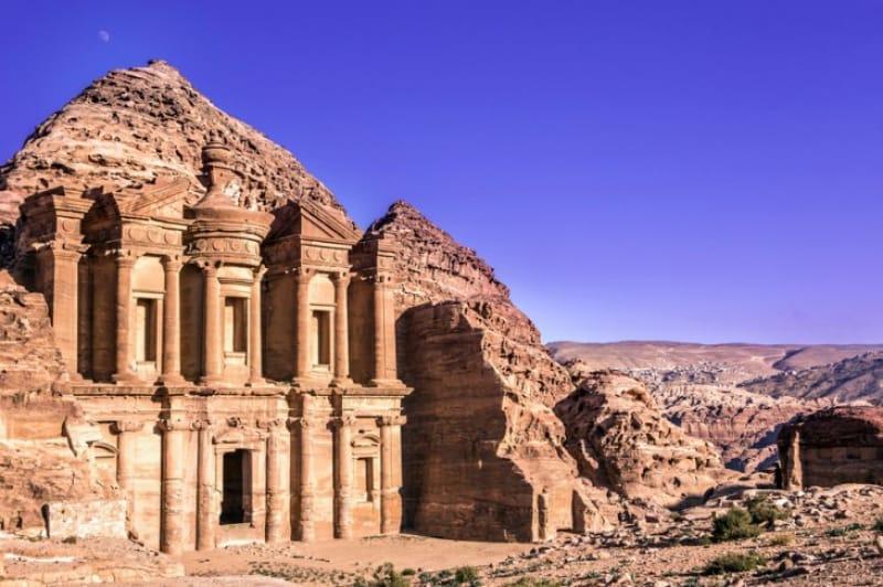 岩山の修道院