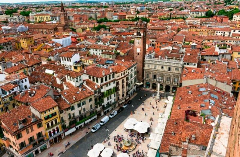 ローマから中世まで様々な時代を感じる街並み