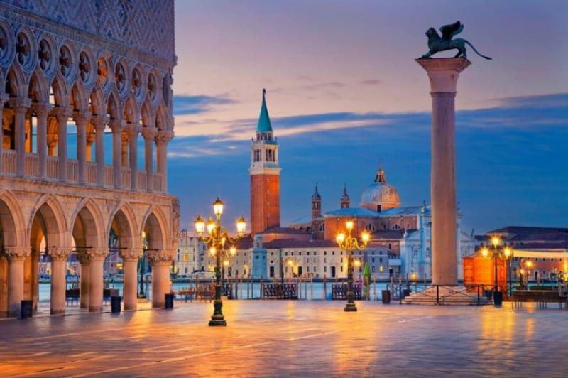 ナポレオンが「世界一美しい」と讃えた広場