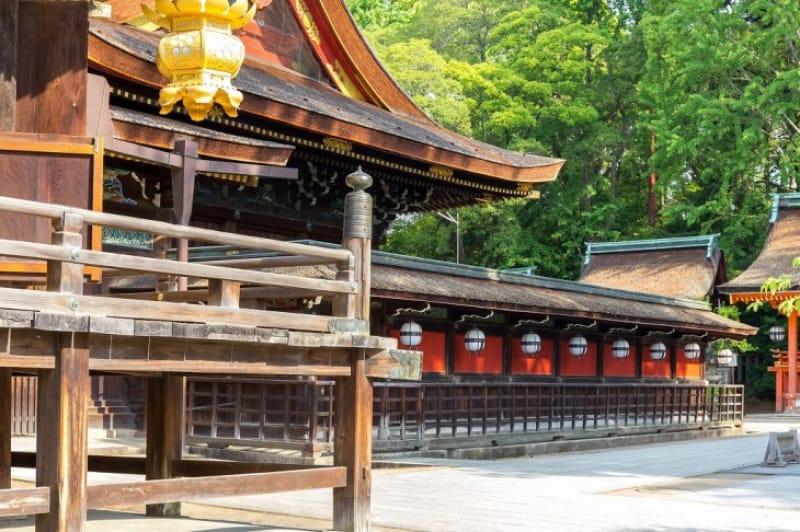 3-1.国宝の特殊な造りの社殿、重要文化財の豊富