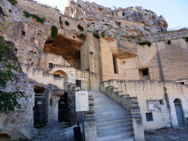 当時の生活がわかる「洞窟住居博物館(Casa Grotta)」