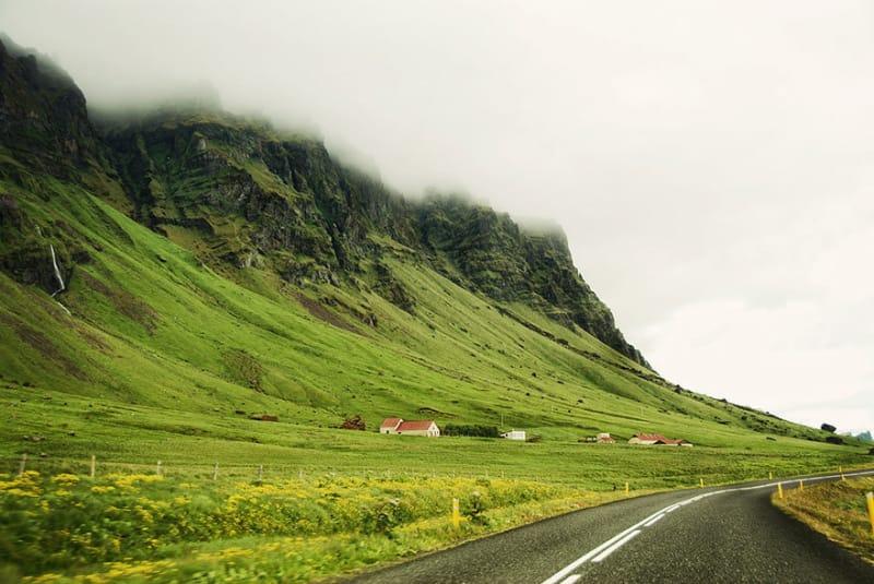 #19. 山にかかる素晴らしい霧の光景
