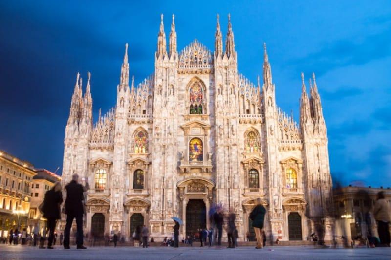 誰もが目を奪われる繊細さ「ミラノ大聖堂」