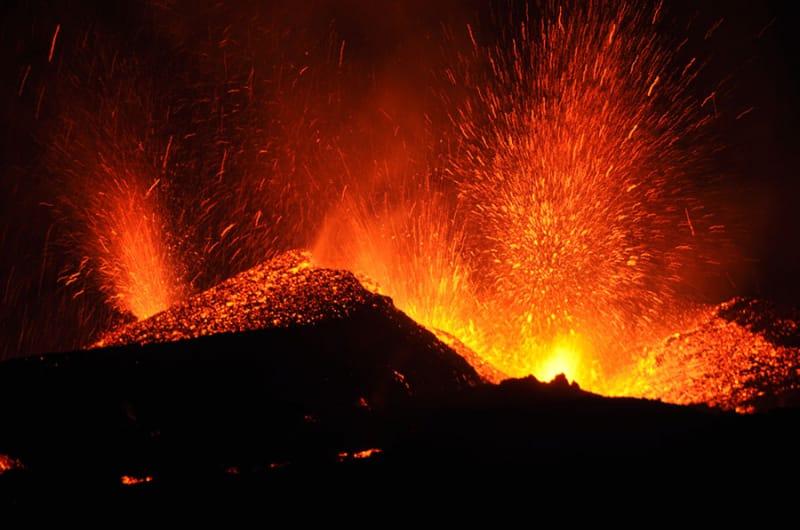 アイスランドの火山と地熱発電