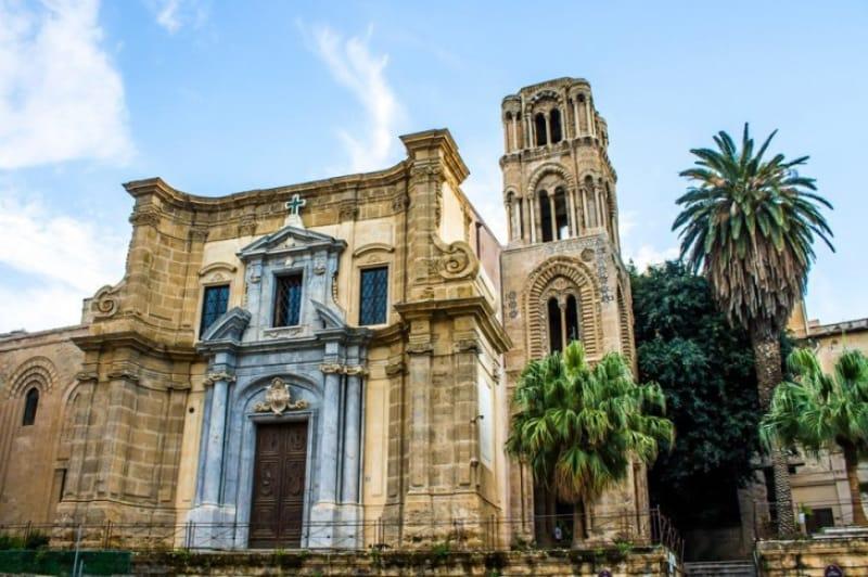 黄金に輝くモザイク画「マルトラーナ教会」