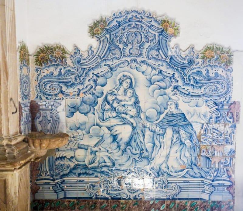 建物の壁装飾で使われるアズレージョ