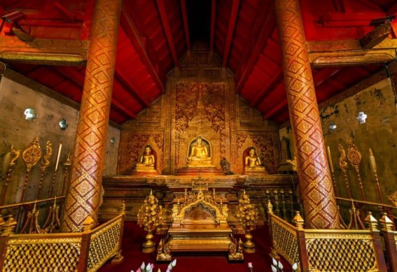 黄金のプラ・シン像が納められている ワット・プラ・シン(内部)