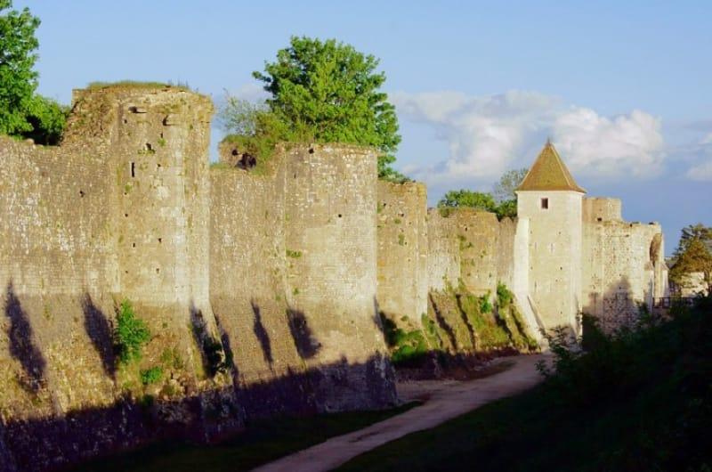中世から守り抜く城壁