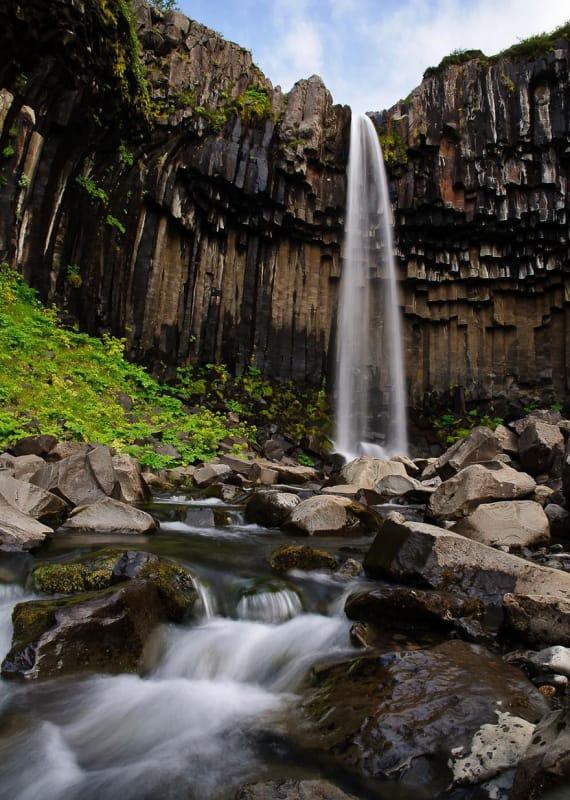 #6. スヴァートホスの滝を見るためにはスカートフォールでハイキングする必要があります。