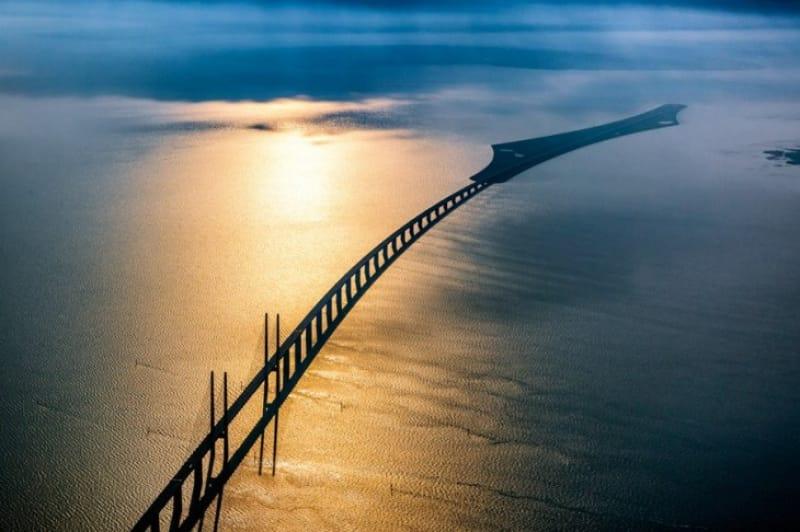 海に吸い込まれていく橋、エーレスンド・ブリッジ