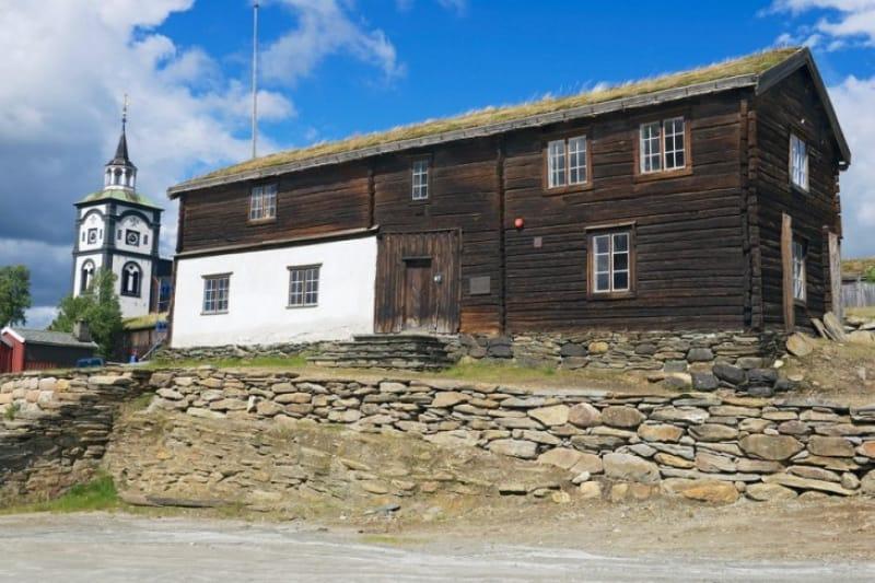 鉱山の歴史を伝えるローロス博物館