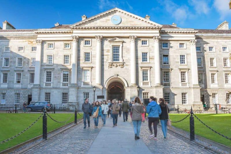 アイルランドで初めて女性が入学した・トリニティカレッジ