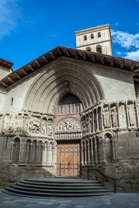 細部にこだわったファサードがリアル「サン・バルトロメ教会」