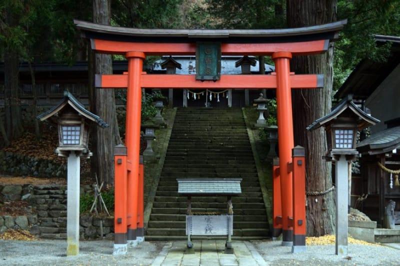 宮水神社のモデルのひとつ「飛騨山王宮日枝神社」