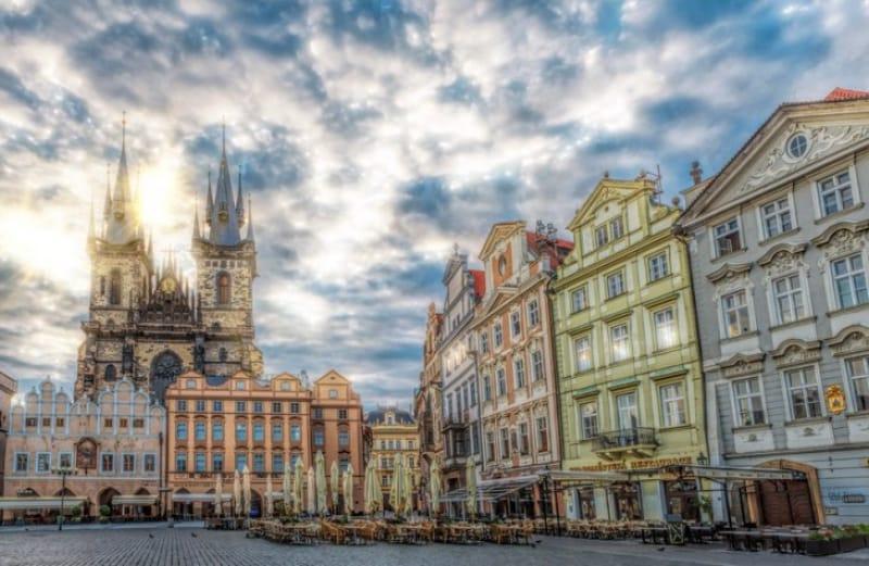 中世の雰囲気が味わえる『旧市街広場』