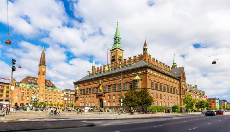メルヘンな雰囲気漂うコペンハーゲンのシンボル「コペンハーゲン市庁舎」