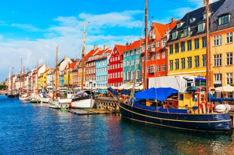 コペンハーゲンらしいメルヘンでカラフルな街並み「ニューハウン」