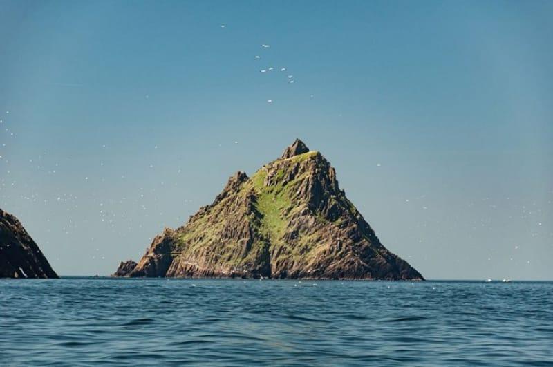 切り立った孤島は修道僧の修行の場『スケリッグ・マイケル』