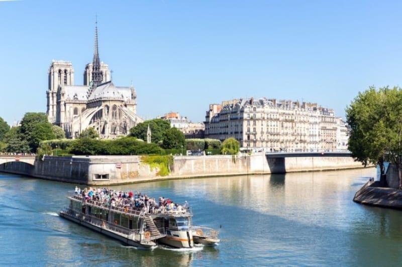 パリはシテ島から生まれた街