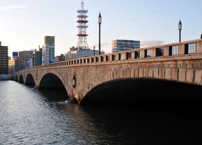 新潟市シンボルである、信濃川にかかる萬代橋です。