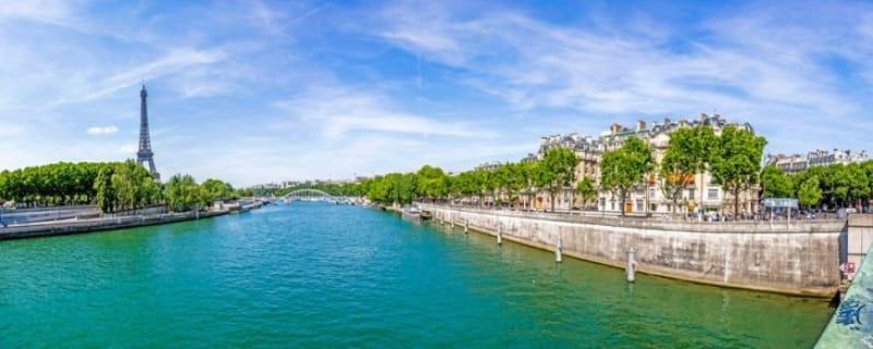 パリの中心を流れるセーヌ川
