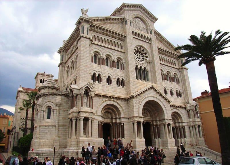 大公と王妃が眠る場所・モナコ大聖堂
