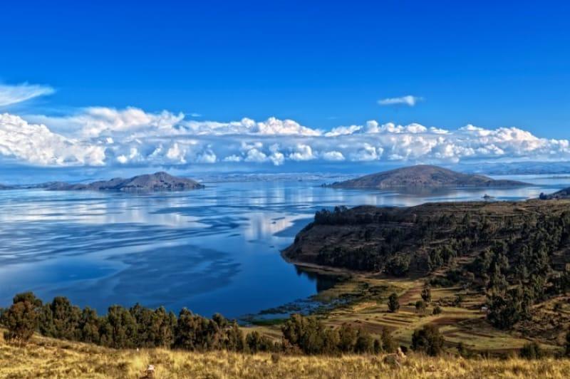 どこまでも続く壮大な湖・チチカカ湖