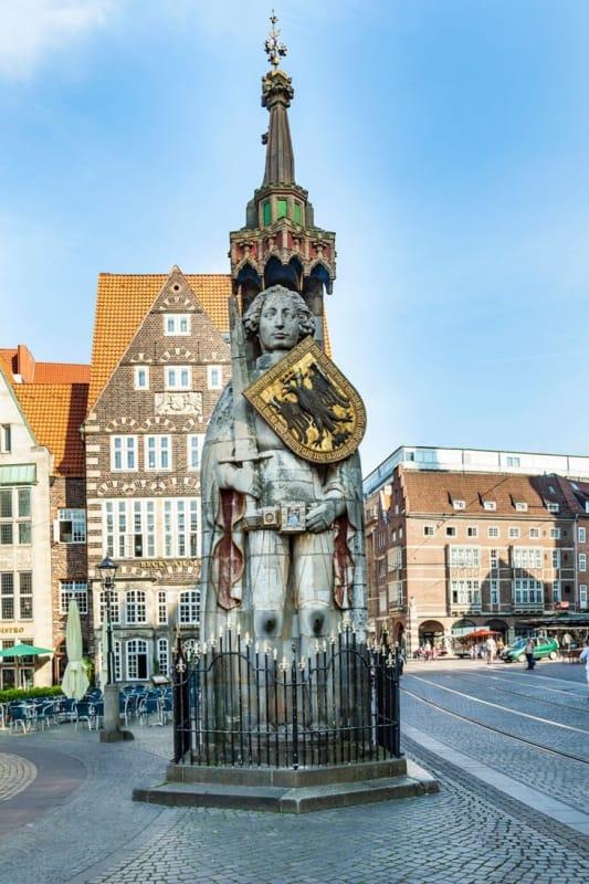 市民の自由の象徴「ローランド像」