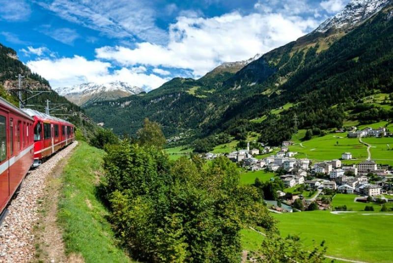 車窓からのアルプスは絶景!『レーティシュ鉄道アルブラ線・ベルニナ線と周辺の景観』