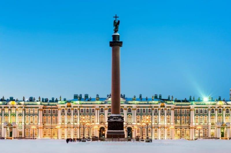 宮殿広場とアレクサンドルの円柱
