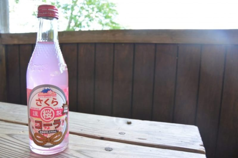 100429:吉野のご当地サイダー「さくらコーラ」のお味は…?